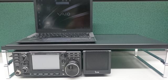 IC-7300の上にスペースを確保